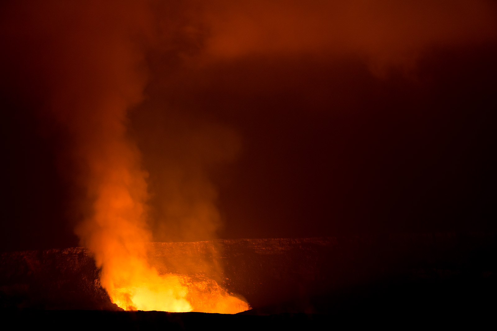 Halemaʻumaʻu Crater, Hawaii Volcanoes National Park